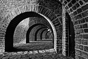 vaulted-cellar-250335_1280